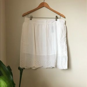 🐙 2/25 NWT - Beautiful white skirt with eyelet